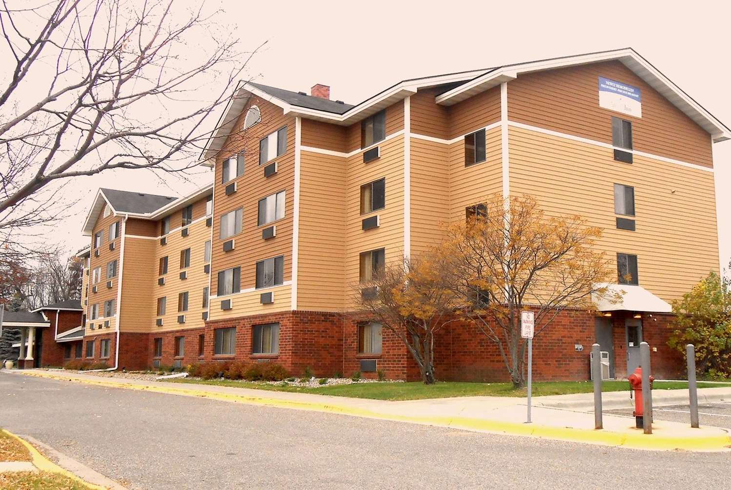 Exterior view - AmericInn Hotel & Suites Inver Grove Heights