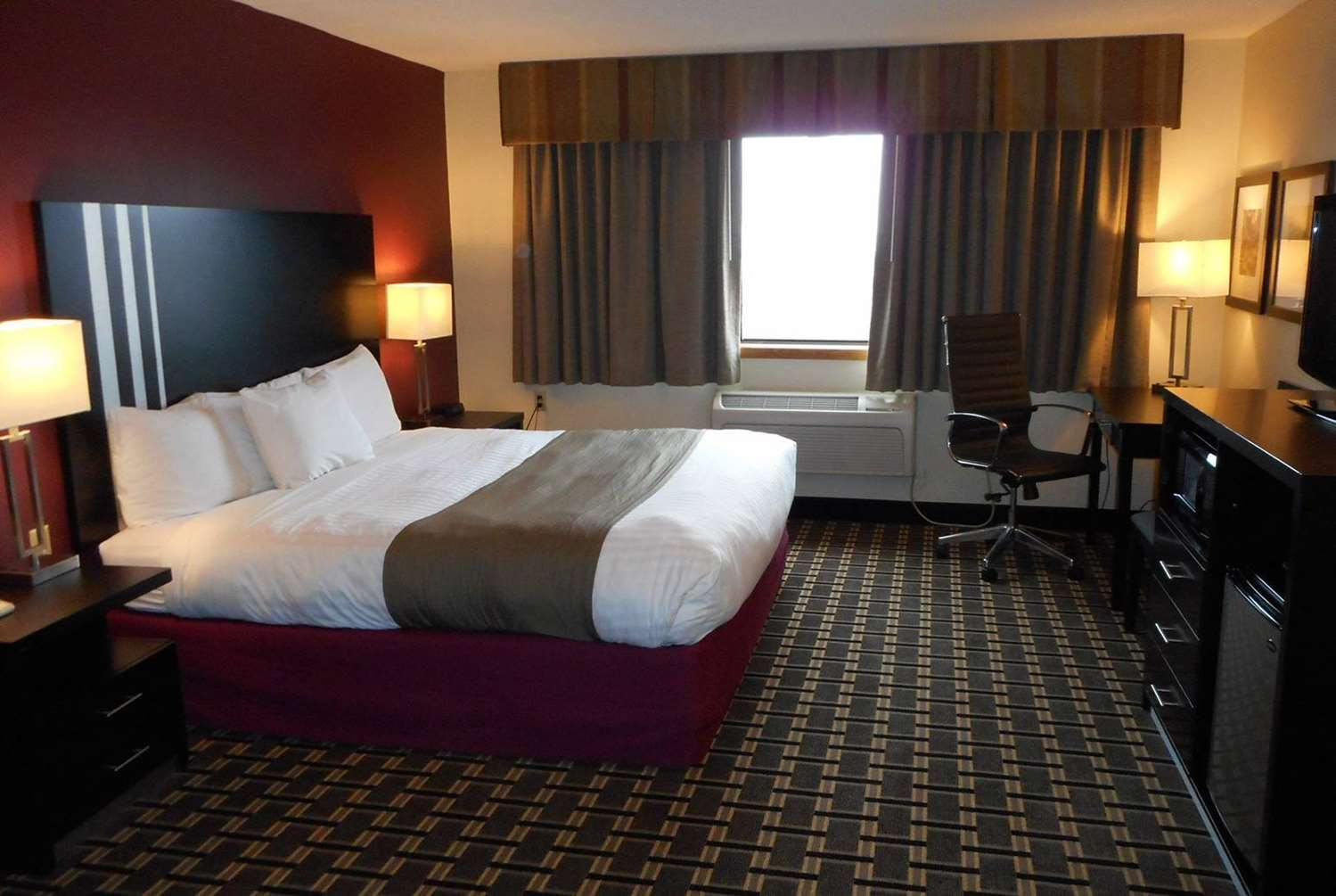 Room - AmericInn Hotel & Suites Inver Grove Heights