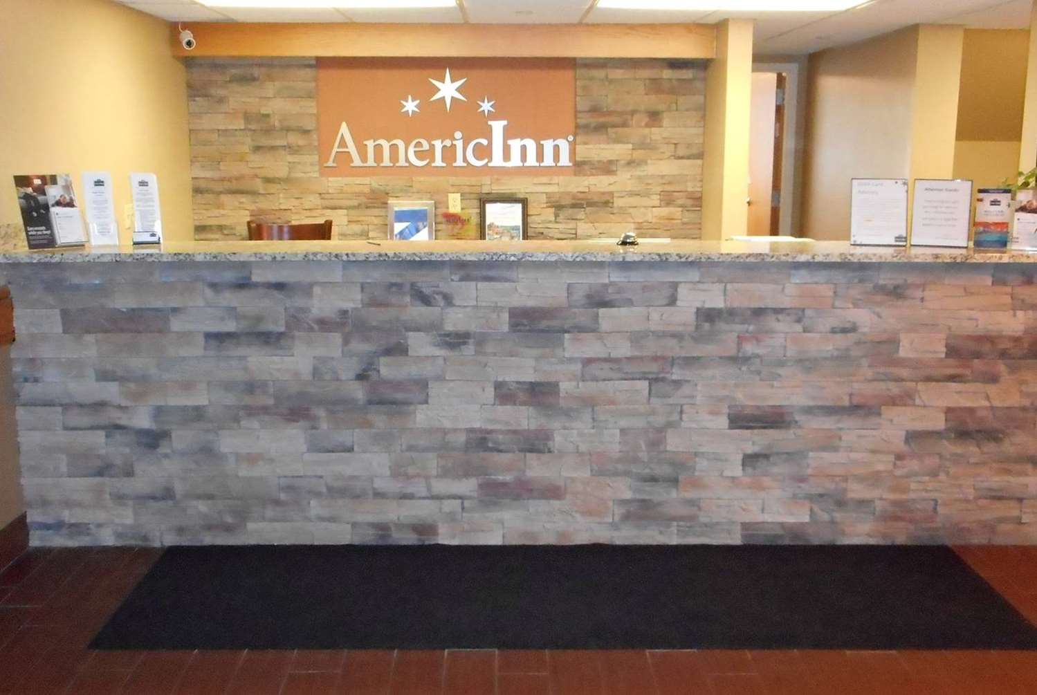 Lobby - AmericInn Hotel & Suites Inver Grove Heights