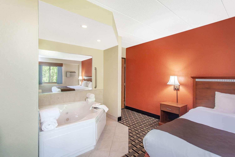 Suite - AmericInn Lodge & Suites Cloquet