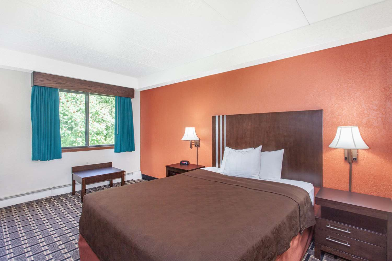 Room - AmericInn Lodge & Suites Cloquet