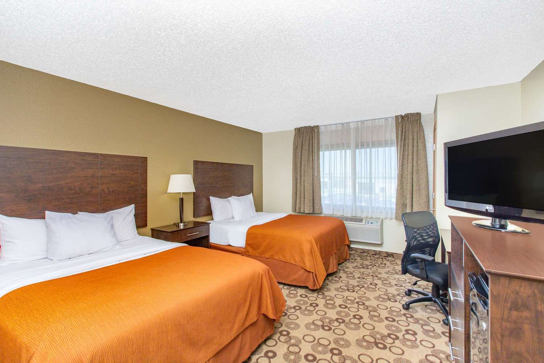Room - AmericInn Cedar Falls