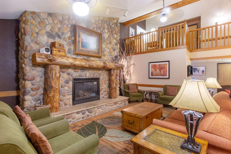 Lobby - AmericInn Cedar Falls