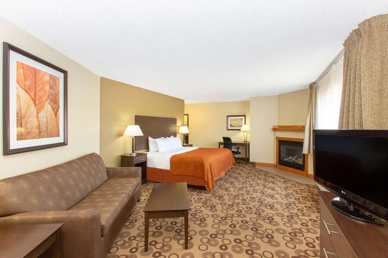 Suite - AmericInn Cedar Falls