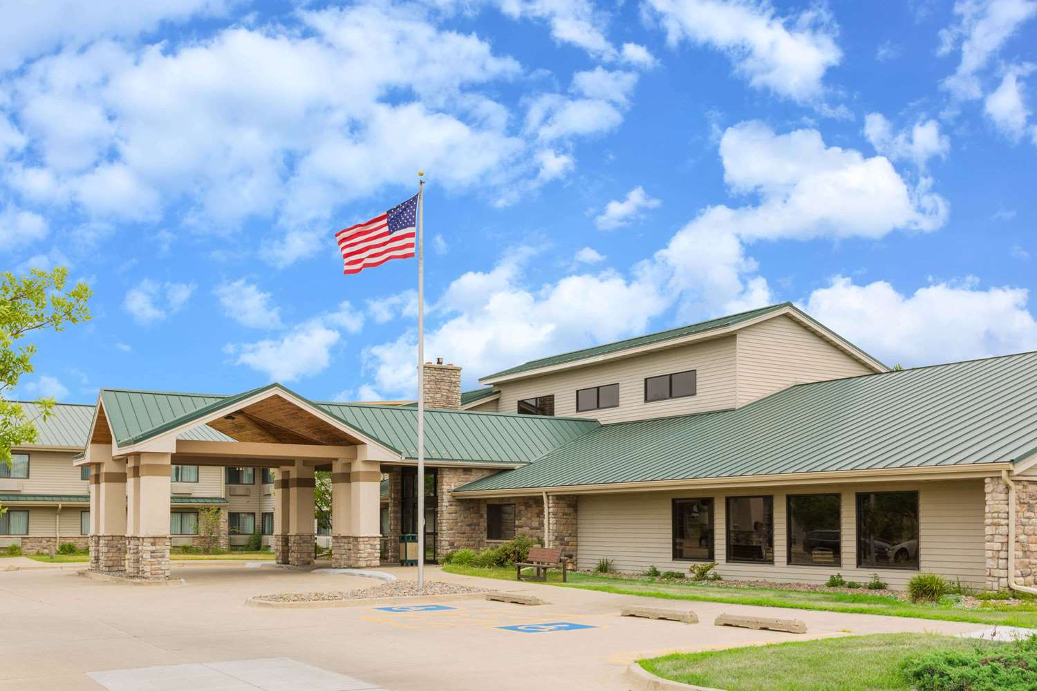 Exterior view - AmericInn Lodge & Suites Ankeny