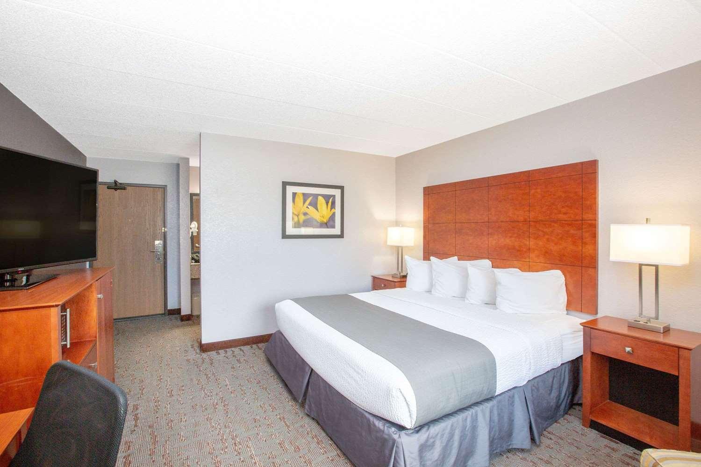 Room - AmericInn Lodge & Suites Ankeny
