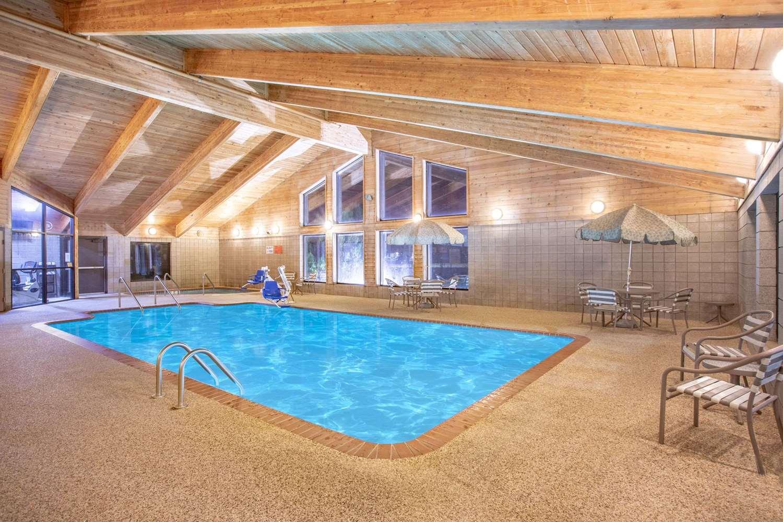 Pool - AmericInn Lodge & Suites Ankeny