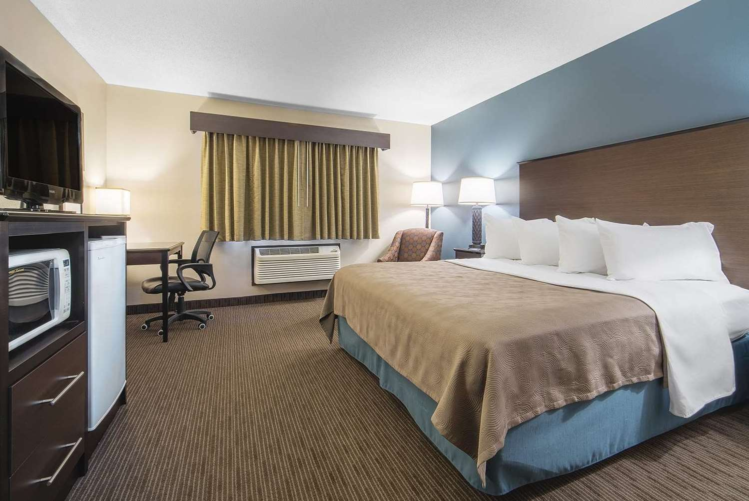 Room - AmericInn Hotel & Suites Mounds View