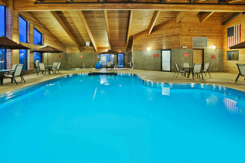 Pool - AmericInn Lodge & Suites Aberdeen