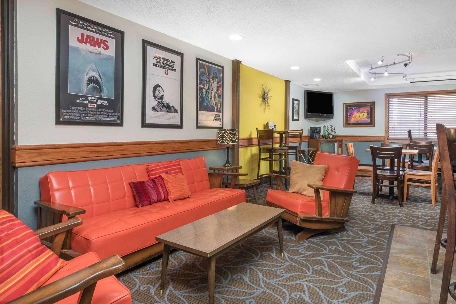 Bar - AmericInn Lodge & Suites Fort Dodge