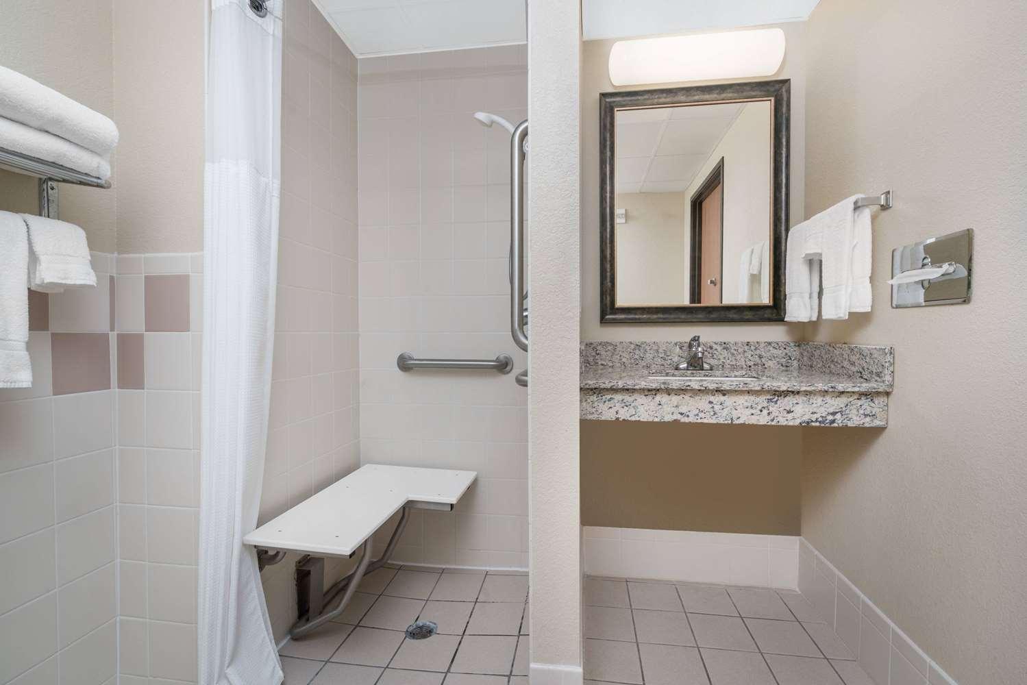 Room - AmericInn Lodge & Suites Fort Dodge