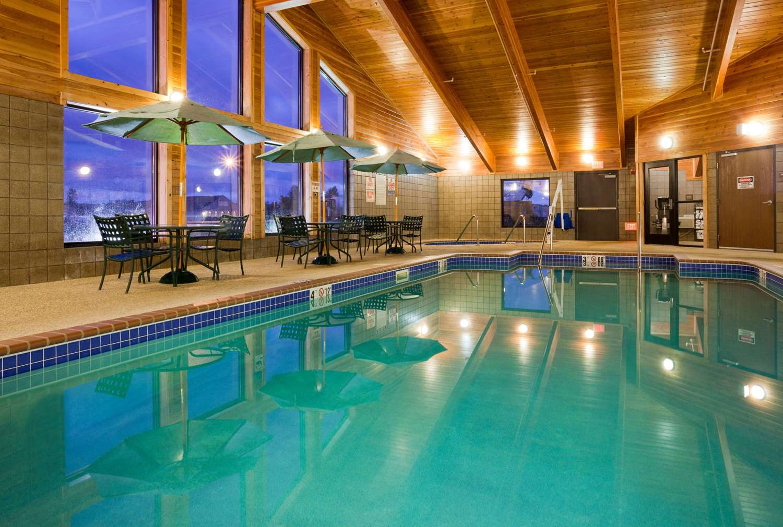 Pool - AmericInn Lodge & Suites Thief River Falls