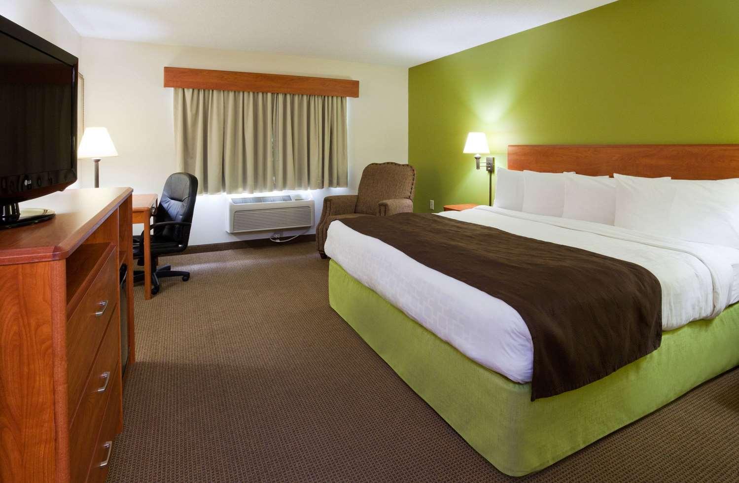 Room - AmericInn Lodge & Suites Thief River Falls