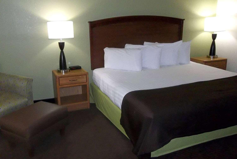 Room - AmericInn Grand Rapids