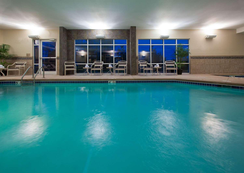 Pool - AmericInn Lodge & Suites Fairfield