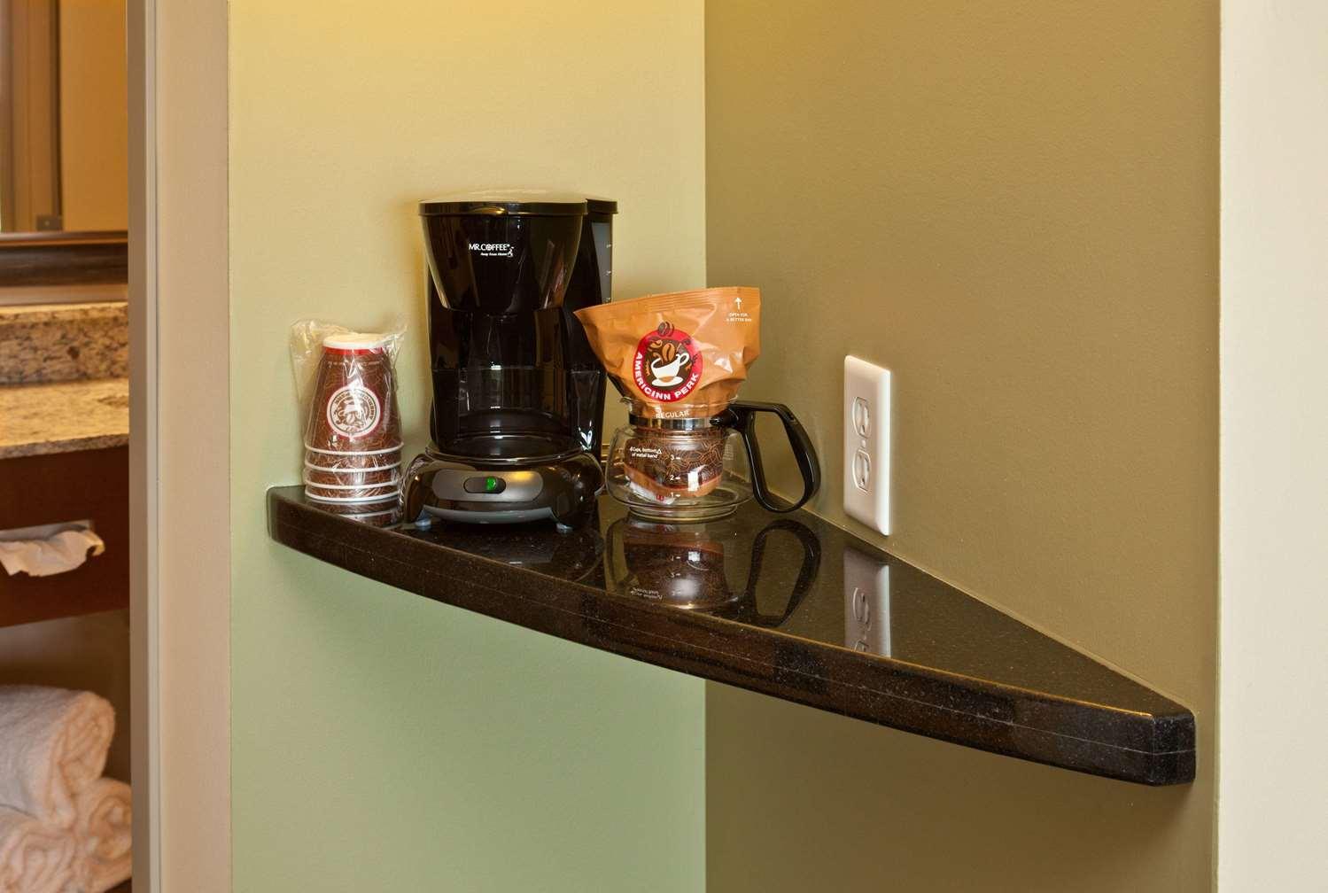 Room - AmericInn Lodge & Suites Fairfield