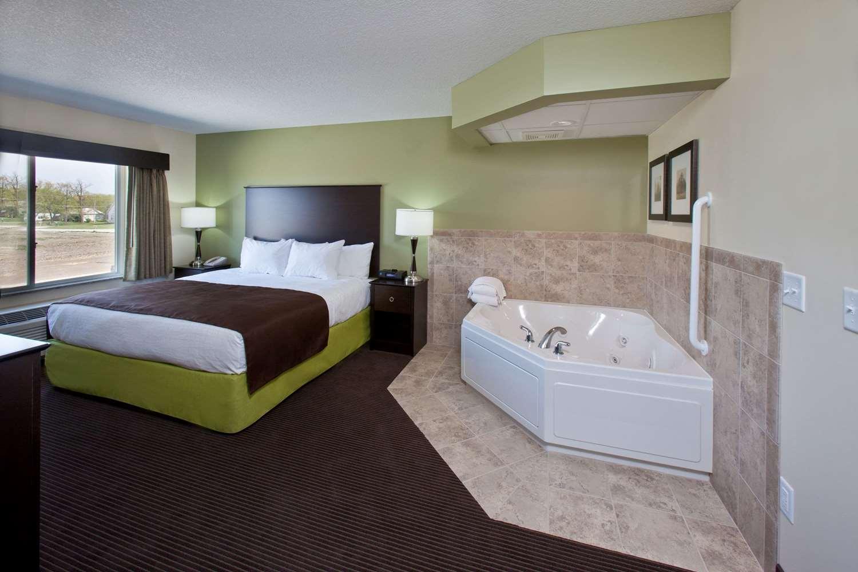 Suite - AmericInn Lodge & Suites Fairfield