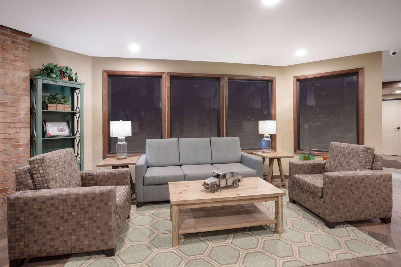 Lobby - AmericInn Hotel & Suites Mt Pleasant