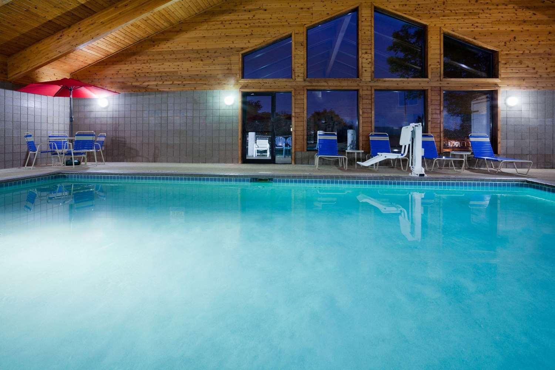 Pool - AmericInn Lodge & Suites Red Wing