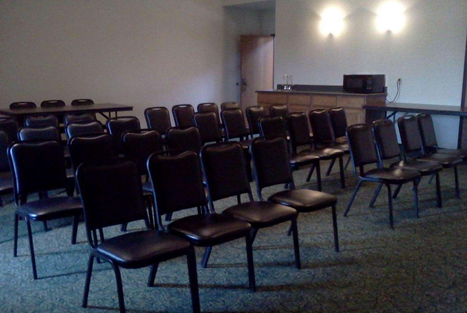 Meeting Facilities - AmericInn Lodge & Suites Garden City