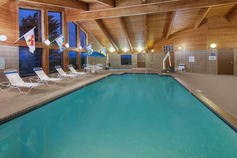 Pool - AmericInn Hotel & Suites Webster City