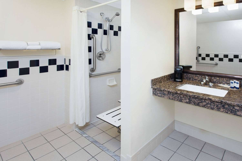 Room - AmericInn Hotel & Suites Webster City