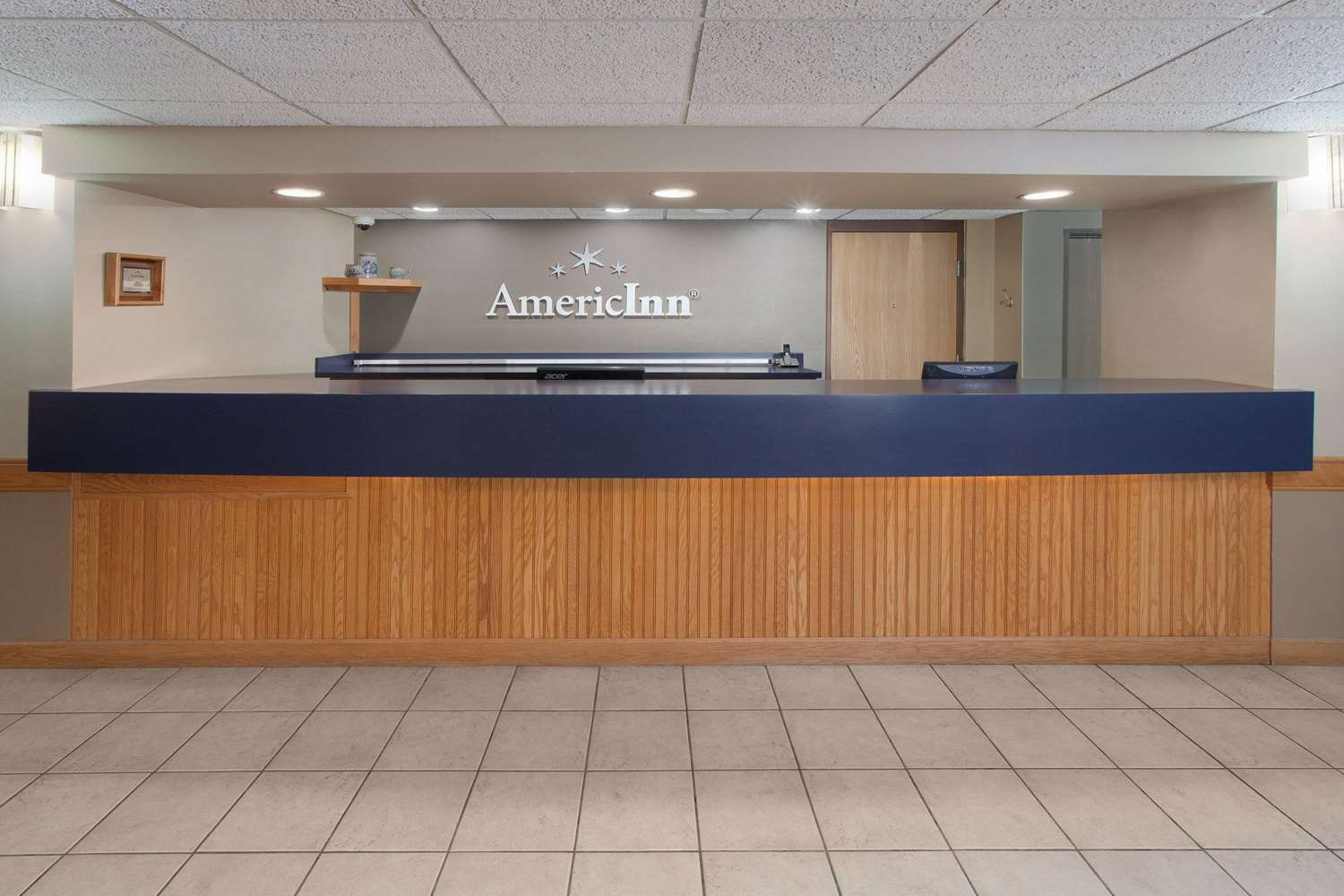 Lobby - AmericInn Hotel & Suites Webster City