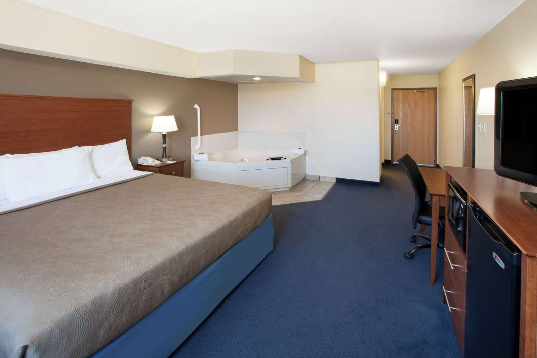 Suite - AmericInn Hotel & Suites Webster City