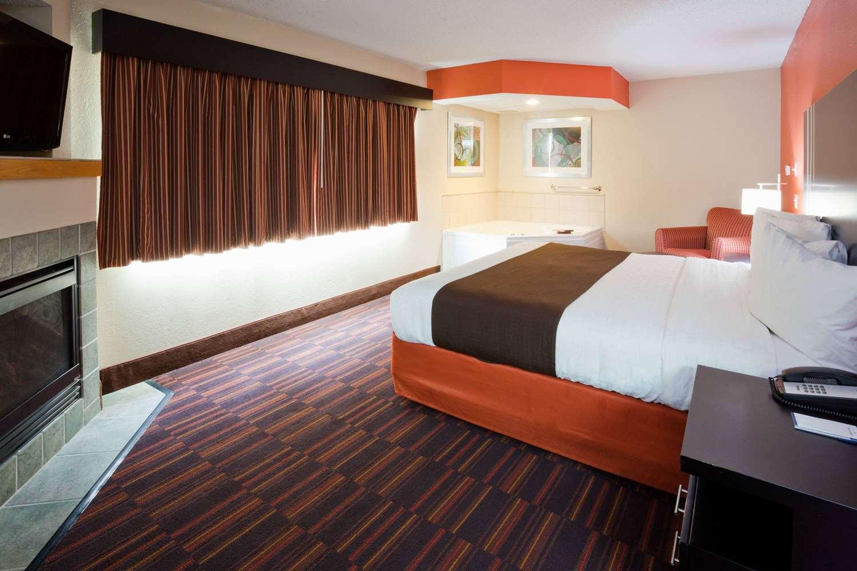 Suite - AmericInn Lodge & Suites Shakopee