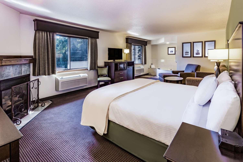 Suite - AmericInn Lodge & Suites Hampton