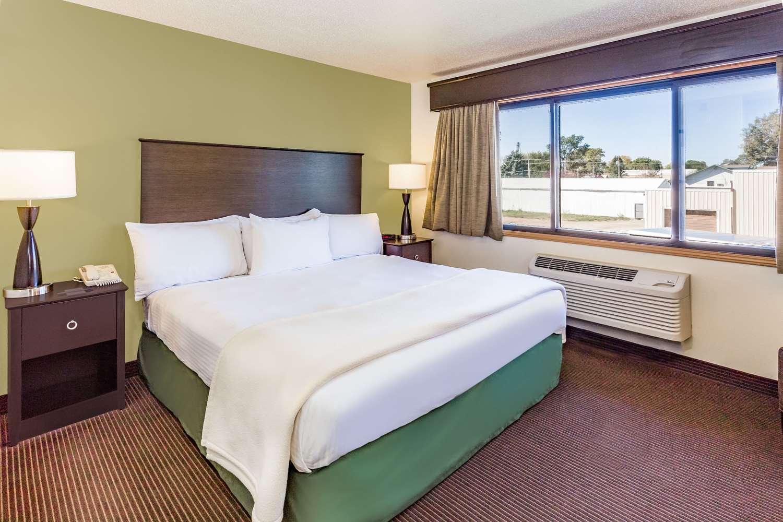 Room - AmericInn Lodge & Suites Hampton