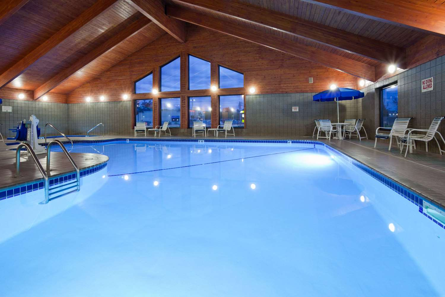 Pool - AmericInn Lodge & Suites Sartell