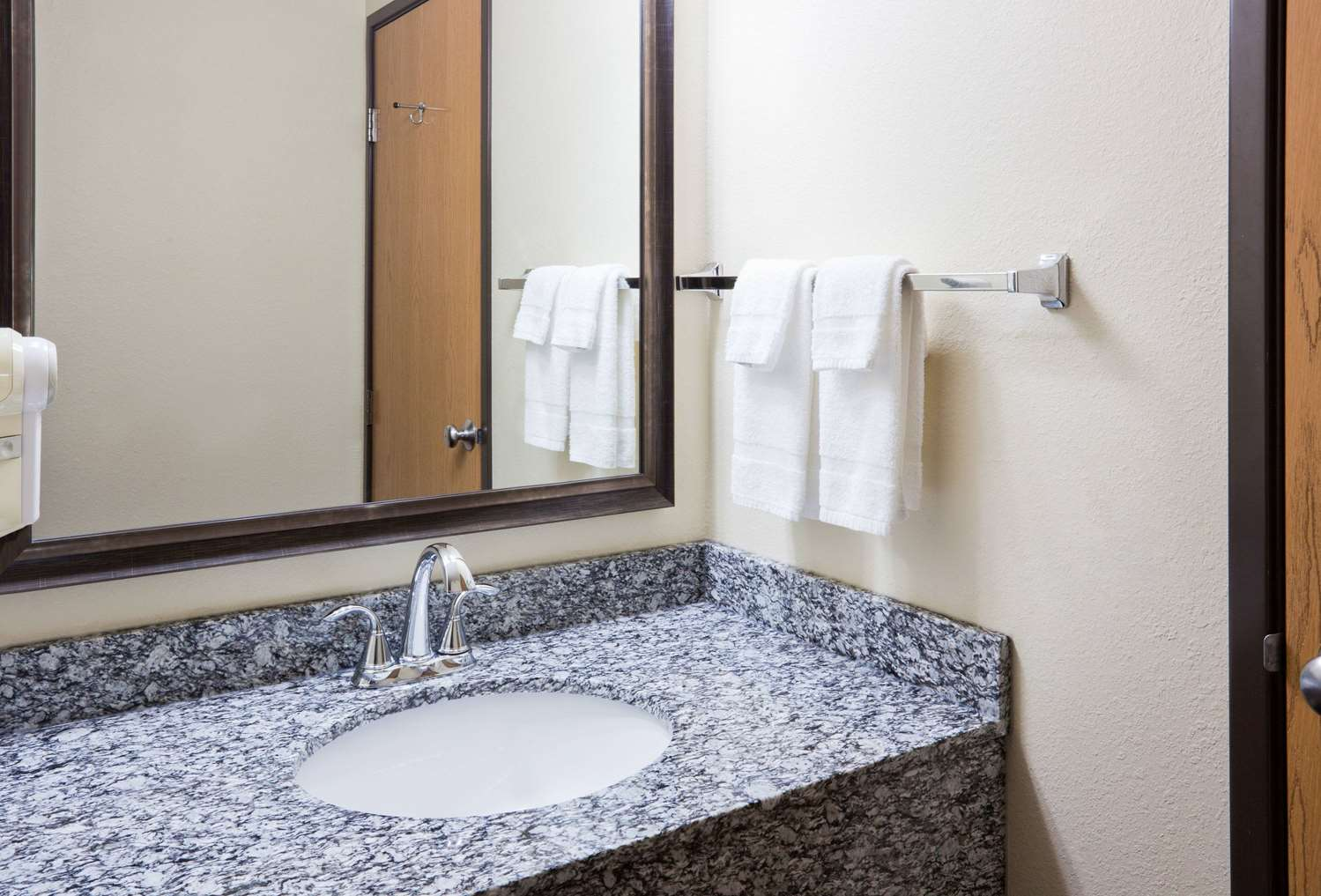 Room - AmericInn Lodge & Suites Sartell