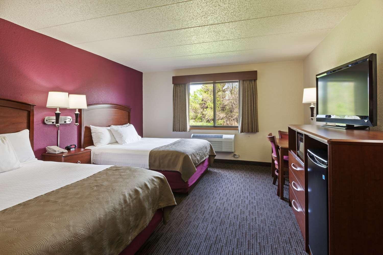 Room - AmericInn Hotel & Suites Dickinson