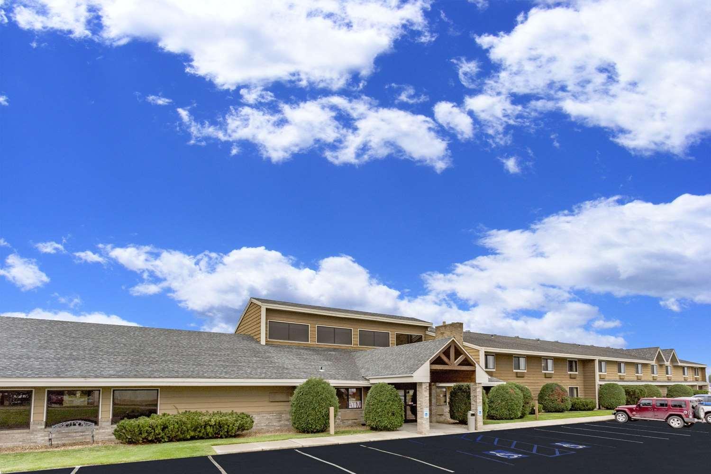 Exterior view - AmericInn Hotel & Suites Dickinson