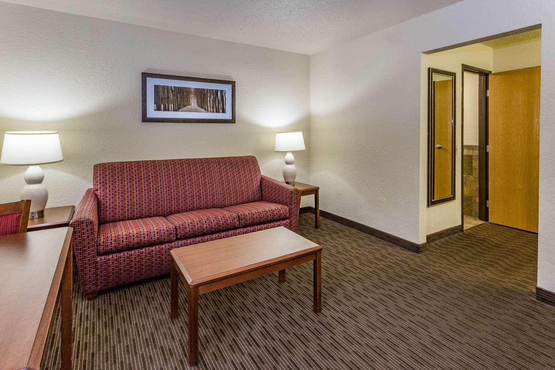 Suite - AmericInn Hotel & Suites Dickinson