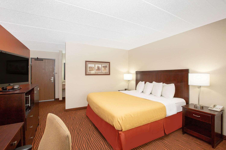 Room - AmericInn Lodge & Suites Muscatine