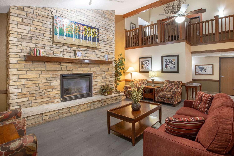 Lobby - AmericInn Lodge & Suites Muscatine
