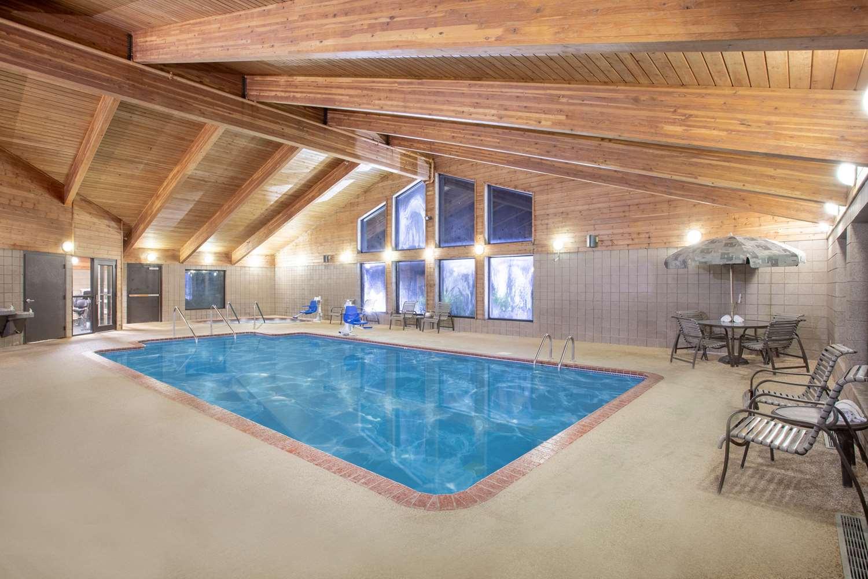 Pool - AmericInn Lodge & Suites Muscatine