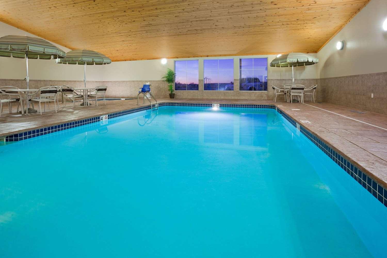 Pool - AmericInn Hotel & Suites Osage