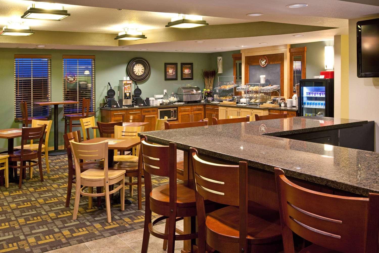proam - AmericInn Hotel & Suites Osage