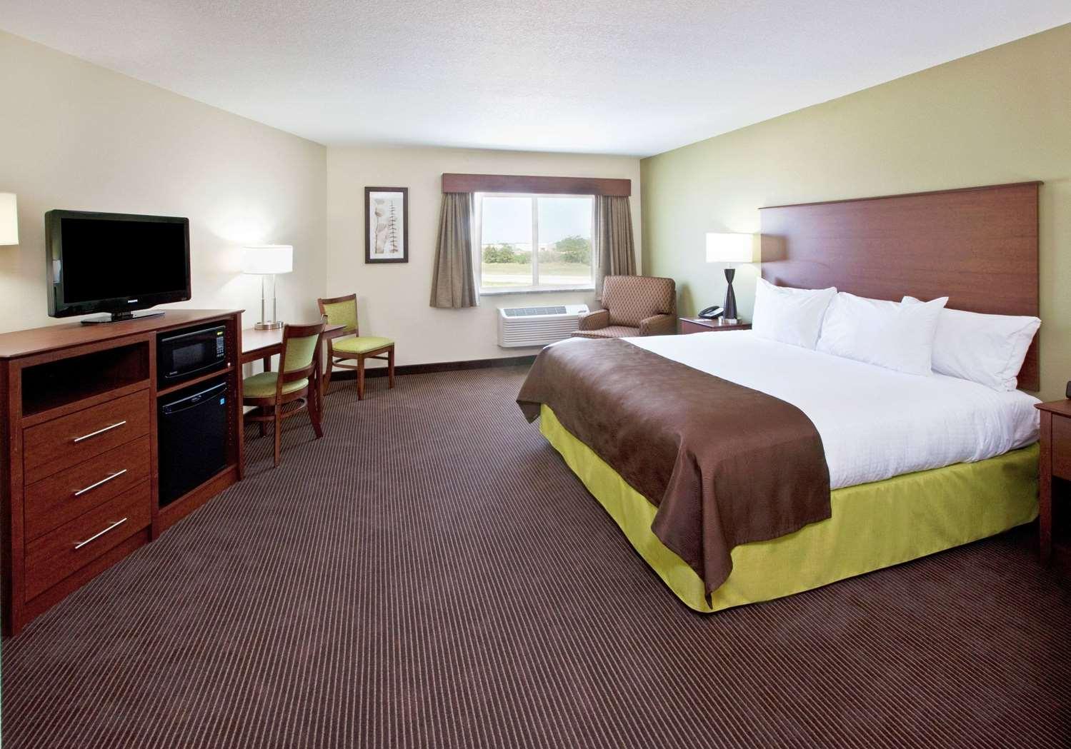 Room - AmericInn Hotel & Suites Osage