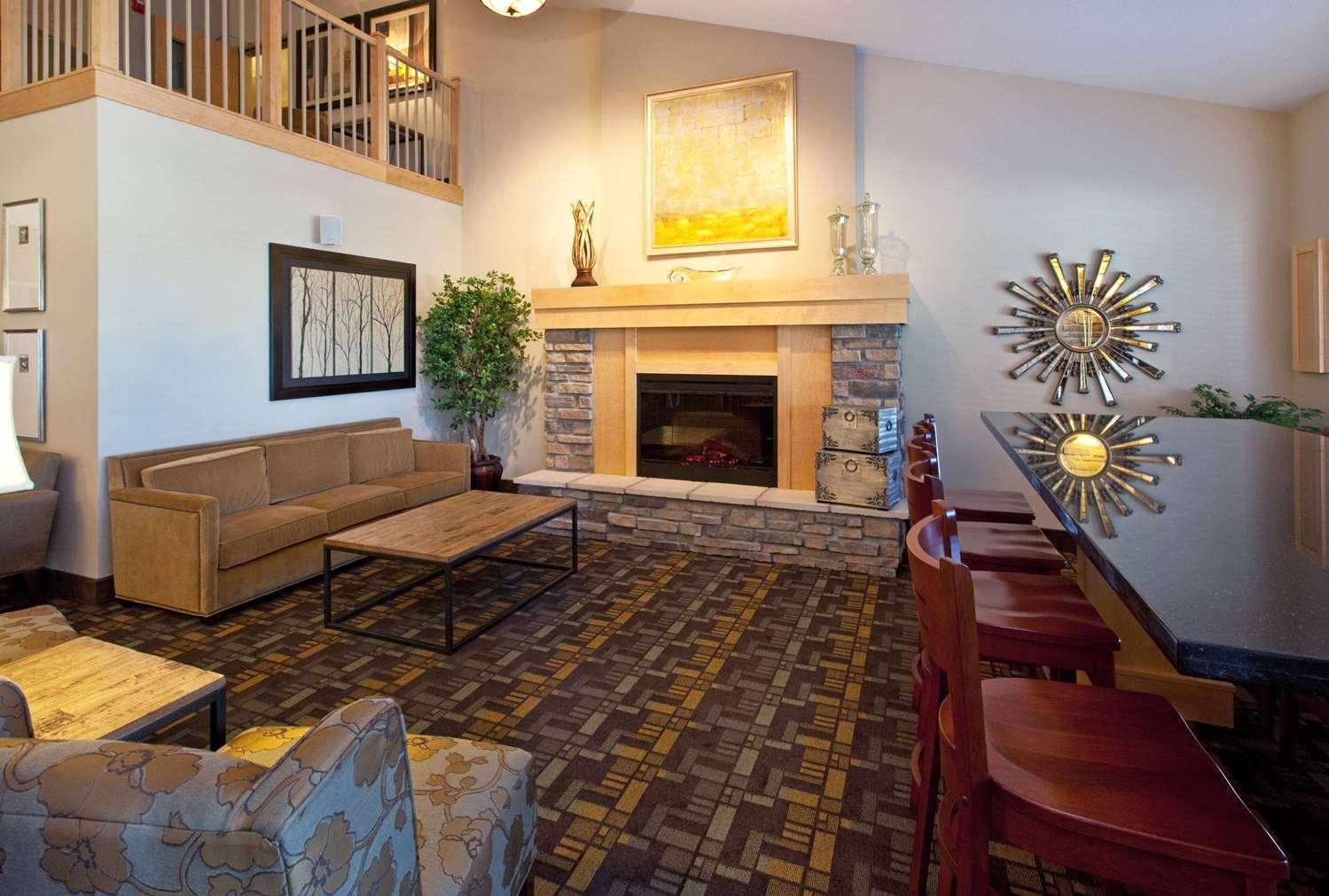 Lobby - AmericInn Hotel & Suites Osage