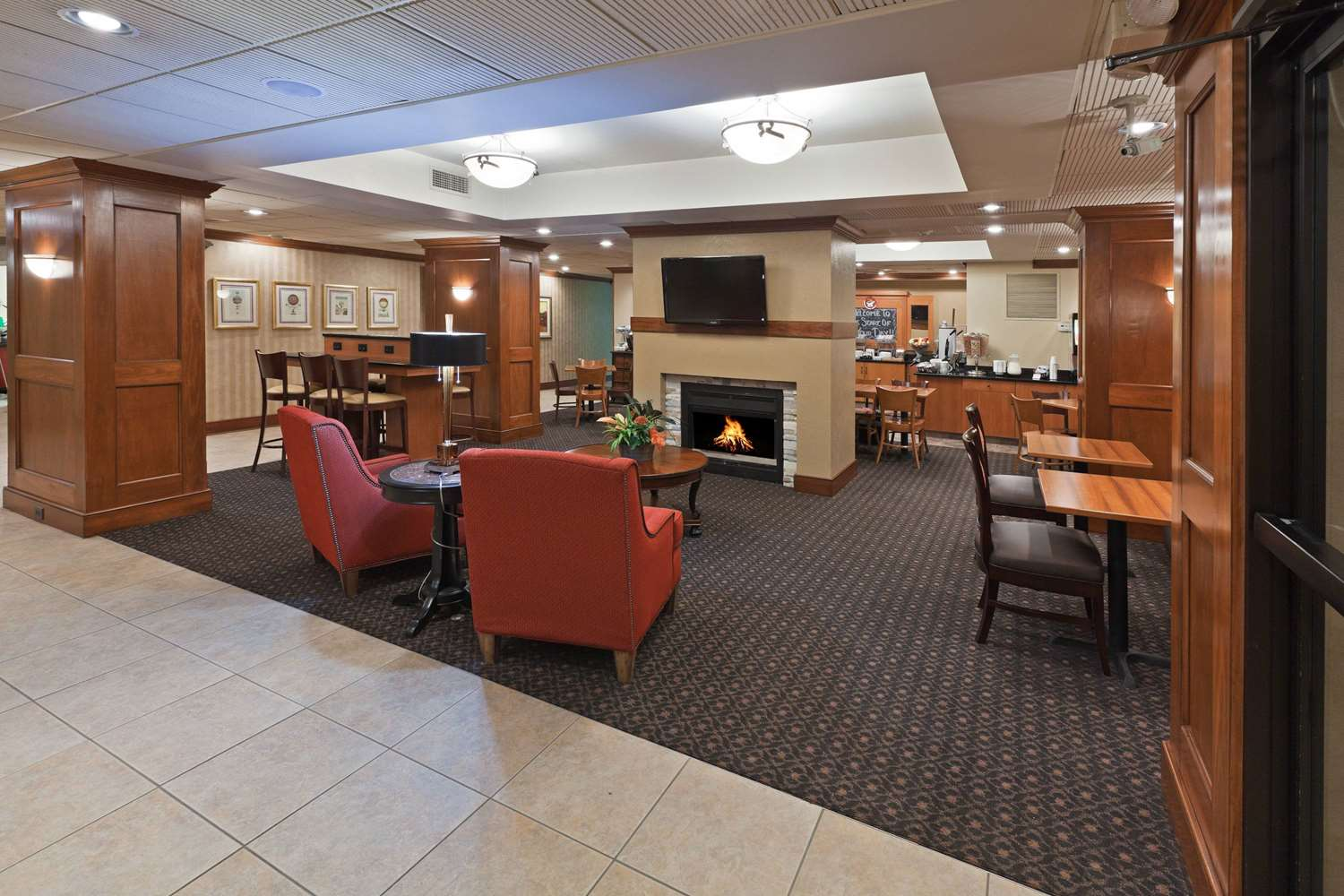 Lobby - AmericInn Hotel & Suites Fishers