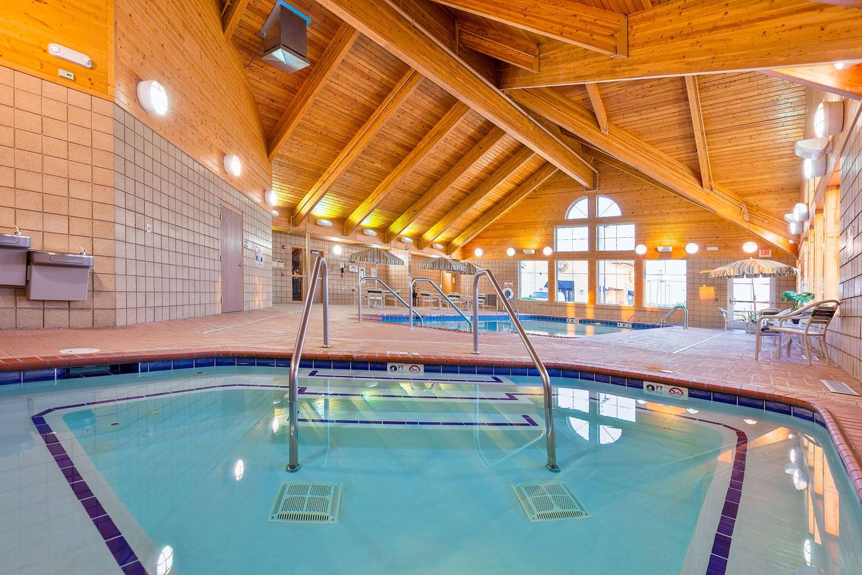 Pool Americinn Lodge Suites Monmouth