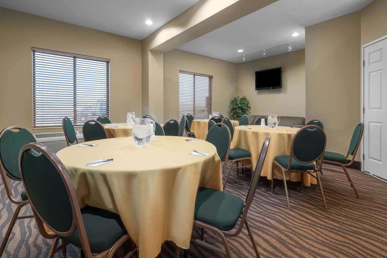 Meeting Facilities - AmericInn Hotel & Suites Airport Rochester