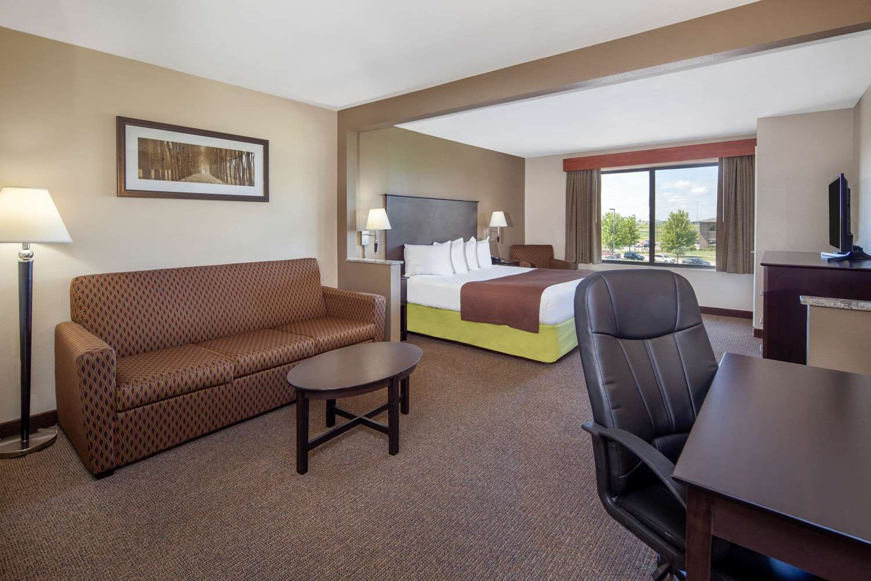 Suite - AmericInn Hotel & Suites Airport Rochester