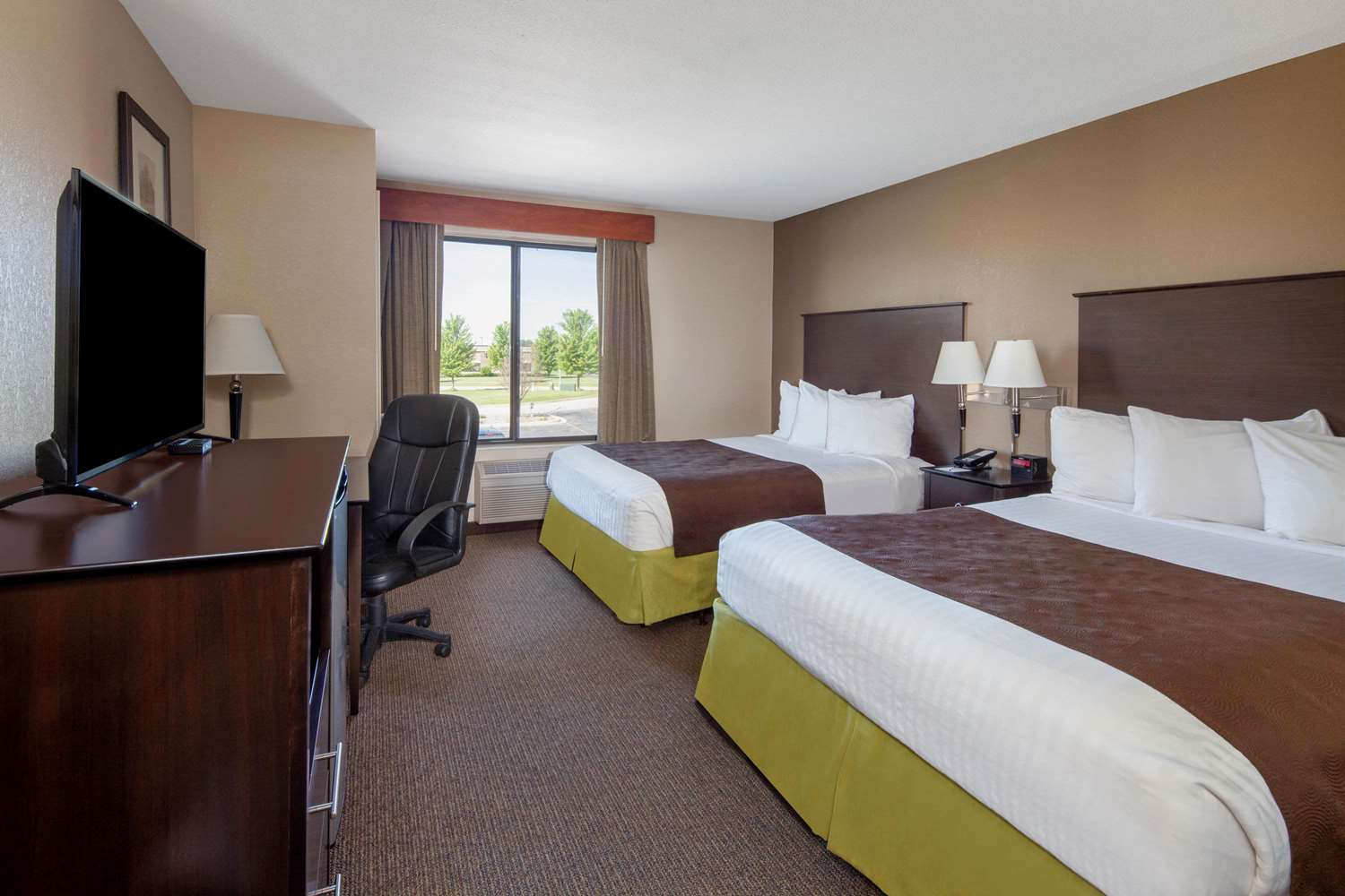 Room - AmericInn Hotel & Suites Airport Rochester