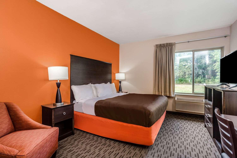 Room - AmericInn Hotel & Suites New Lisbon
