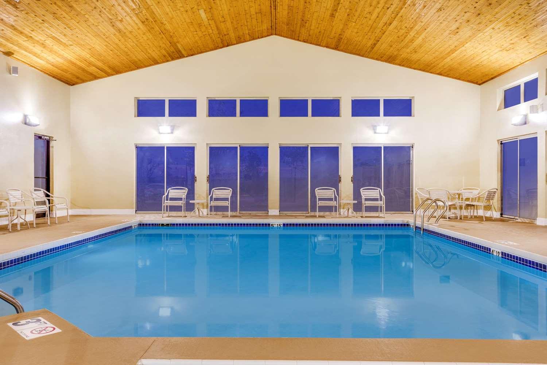 Pool - AmericInn Hotel & Suites New Lisbon